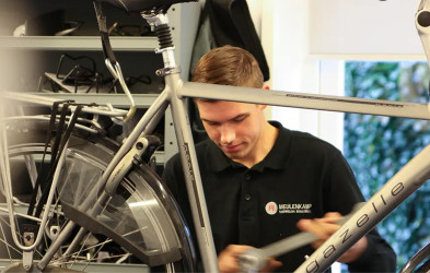 Leerling fietstechnicus